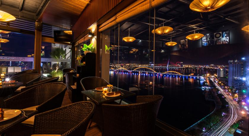 sky bar and lounge Risemount Apartment Đà Nẵng